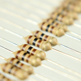 Resistor 1Ω 5% 1/4W CR25 1R